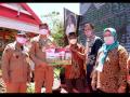 Pemkab Salurkan Bansos Beras 1.952 KPM di Bontolempangan dan Bungaya