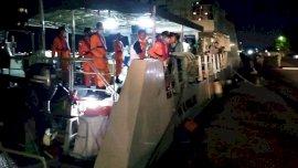 Ambulans Laut Bocor, 22 Tenaga Medis Dievakuasi di Tengah Laut