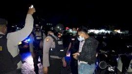 Antisipasi Balap Liar dan Pelanggaran Prokes, Sabhara Polres Gowa Gelar Patroli Blue Light