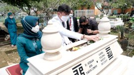 Usai Dilantik, Adnan-Kio Ziarah ke Makam Ichsan Yasin Limpo
