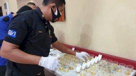 Deteksi Gunakan Narkoba, Kapolres Gowa Tes Urine Mendadak Puluhan Anggotanya