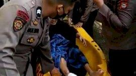 Gerak Cepat, Polisi Evakuasi Korban Banjir di Manggarupi