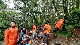 Kondisi Hujan, Tim SAR Belum Berhasil Evakuasi Pendaki yang Jatuh