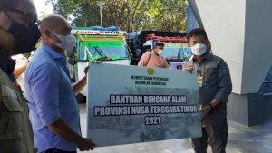 Mentan SYL Bantuan Korban dan Tinjau Lahan Pertanian Terdampak Bencana Alam di NTT