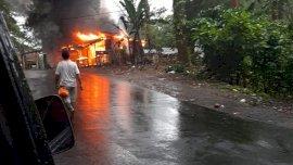 Rumah Warung di Malino Ludes Dilalap Api