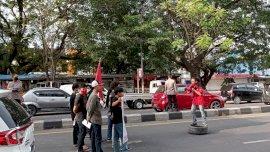 Demo Hari Buruh, Mahasiswa Tutup Jalan AP Pettarani-Sultan Alauddin