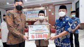 Bupati Gowa Serahkan Penghargaan ke Peserta dan Pelatih STQH Berprestasi